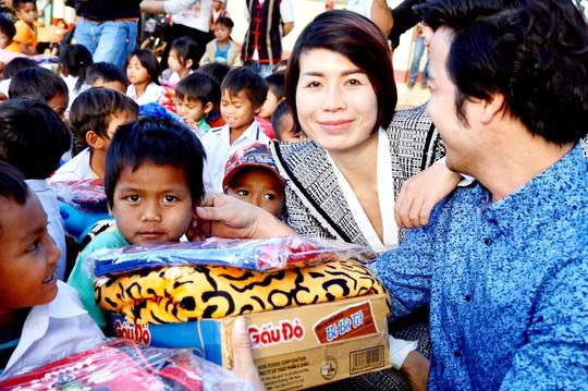 Quỹ Trái tim nhân ái về Gia Lai bàn giao công trình cho Trường Tiểu học Bong Hiot - Ảnh 6.