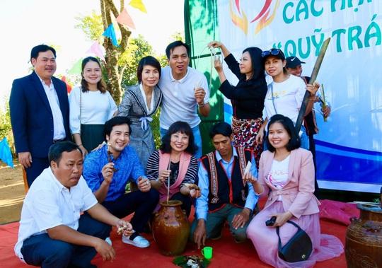 Quỹ Trái tim nhân ái về Gia Lai bàn giao công trình cho Trường Tiểu học Bong Hiot - Ảnh 7.