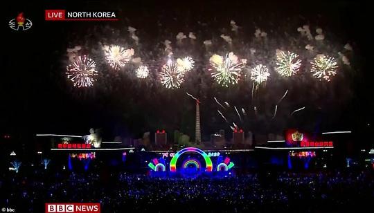Châu Á đón năm mới đầy tâm trạng - Ảnh 7.