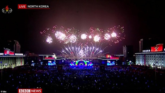 Châu Á đón năm mới đầy tâm trạng - Ảnh 5.