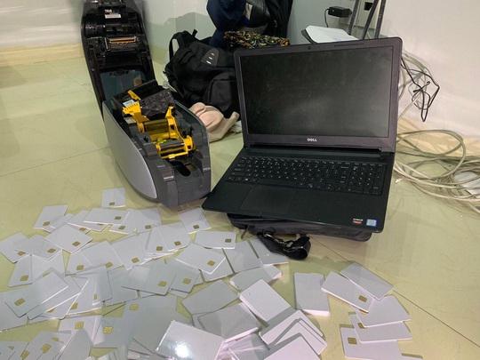 Bắt 2 người nước ngoài trộm tiền khách Hồng Kông tại Đà Nẵng - Ảnh 2.