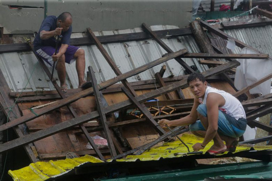Bão Kammuri rời Philippines, hướng ra biển Đông - Ảnh 4.