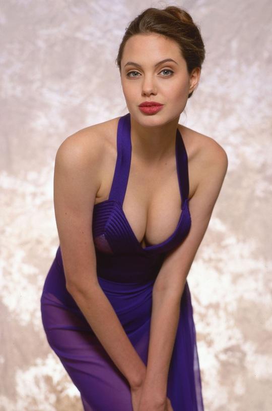 Vẻ đẹp như búp bê của Angelina Jolie năm 11 tuổi - Ảnh 11.