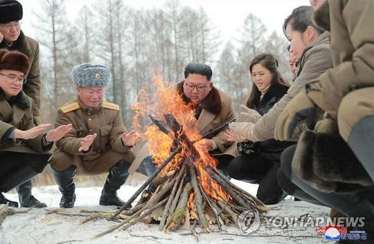 Lãnh đạo Triều Tiên cưỡi bạch mã trong khung cảnh đẹp khó cưỡng - Ảnh 5.