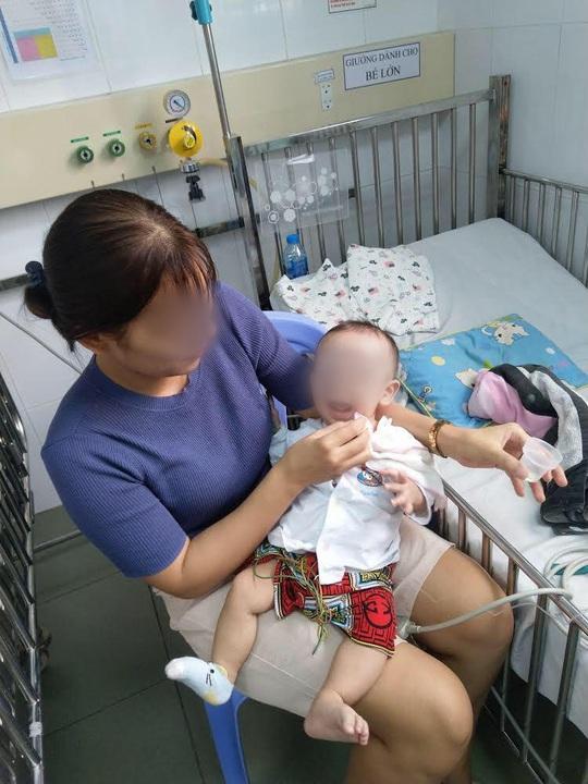 Bác sĩ Bệnh viện Nhi Đồng 1 thông tin về bệnh lạ ở em bé 7 tháng tuổi - Ảnh 2.