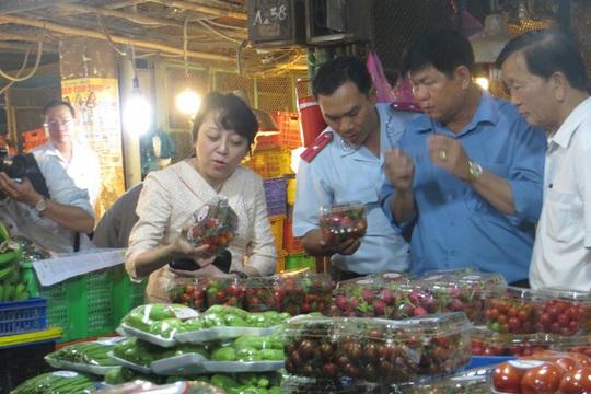 TP HCM tăng cường kiểm tra an toàn thực phẩm dịp Tết - Ảnh 1.