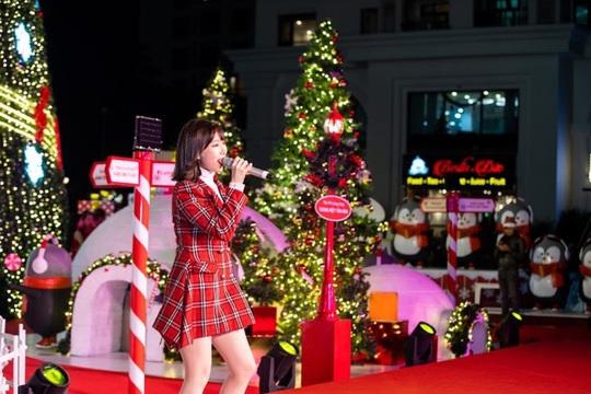 """""""Hòa nhịp đón Giáng sinh - lung linh mùa lễ hội"""" tại 73 TTTM Vincom - Ảnh 6."""