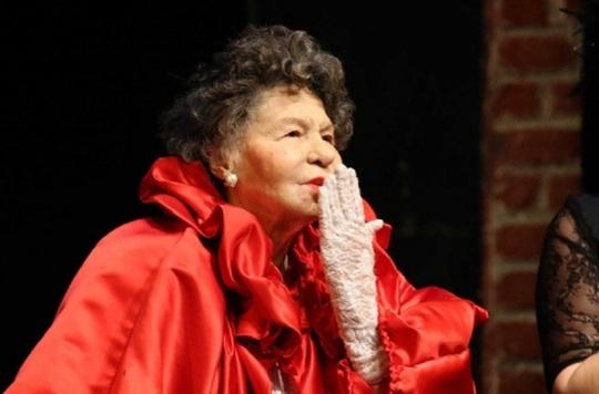 Nữ diễn viên tuổi nghề già nhất thế giới qua đời - Ảnh 4.