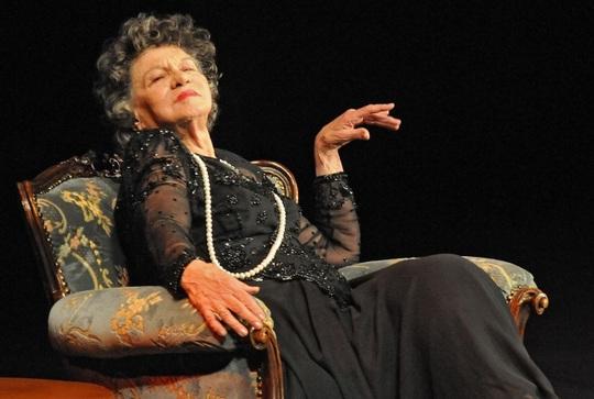 Nữ diễn viên tuổi nghề già nhất thế giới qua đời - Ảnh 3.