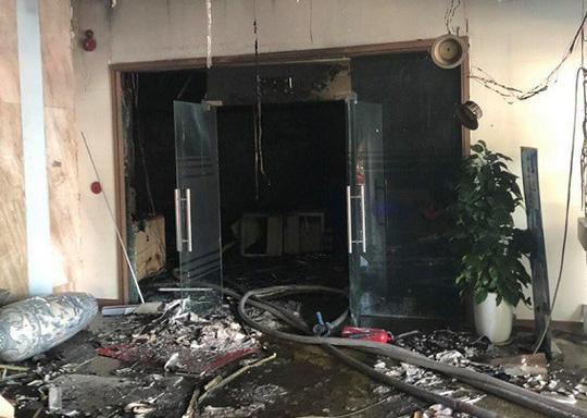 Cháy chi nhánh ngân hàng BIDV, đưa khoảng 60 người thoát ra ngoài an toàn - Ảnh 5.