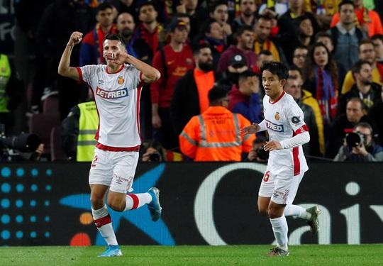 Messi nâng Quả bóng vàng, lập siêu phẩm hat-trick ở Nou Camp - Ảnh 5.