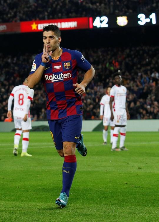 Messi nâng Quả bóng vàng, lập siêu phẩm hat-trick ở Nou Camp - Ảnh 8.