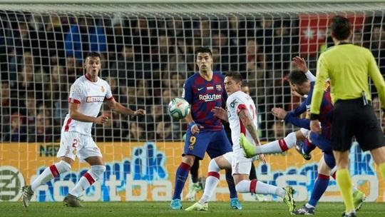 Messi nâng Quả bóng vàng, lập siêu phẩm hat-trick ở Nou Camp - Ảnh 4.