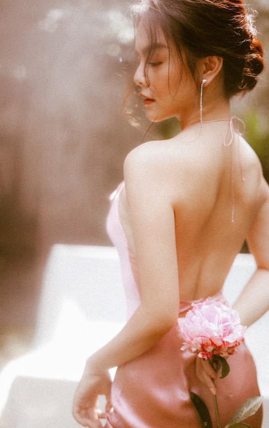 Rũ bỏ hình ảnh buồn bã, Phạm Quỳnh Anh khoe nhan sắc nàng tiên hoa đón xuân - Ảnh 5.