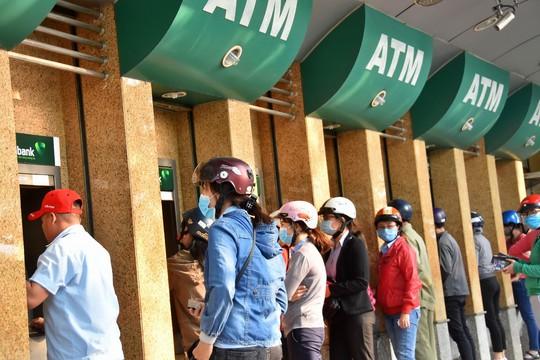 Các ngân hàng cảnh báo nạn lừa đảo khi rút tiền, thanh toán trên mạng - Ảnh 2.