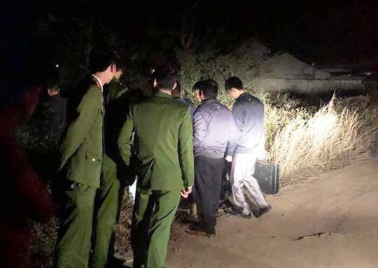 Phát hiện người đàn ông chết nổi trên hồ trước chùa Linh Ứng - Ảnh 1.