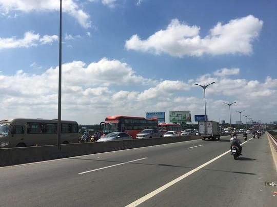 Cầu Cần Thơ, cầu Mỹ Thuận ùn tắc giao thông nghiêm trọng - Ảnh 2.
