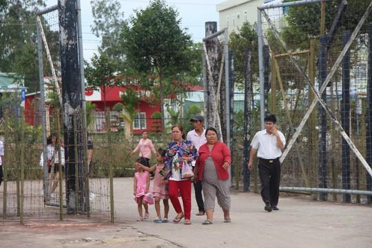 Đông nghẹt khách quốc tế tham quan Nhà tù Phú Quốc - Ảnh 2.