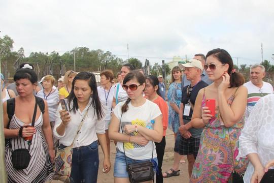 Đông nghẹt khách quốc tế tham quan Nhà tù Phú Quốc - Ảnh 5.