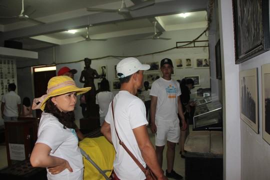 Đông nghẹt khách quốc tế tham quan Nhà tù Phú Quốc - Ảnh 8.