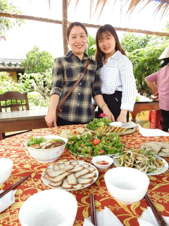 Du khách thích thú với lễ hội Cầu Bông làng rau Trà Quế - ảnh 8