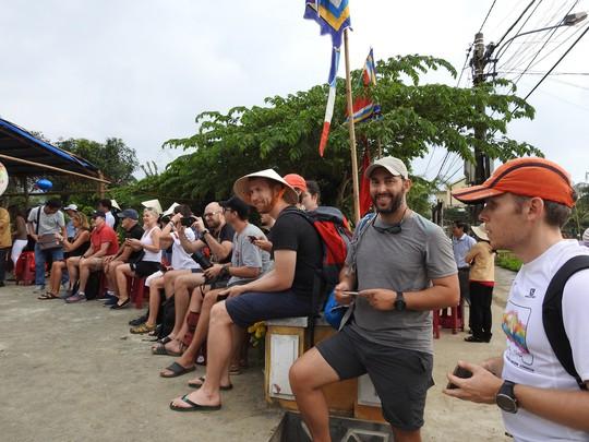 Du khách thích thú với lễ hội Cầu Bông làng rau Trà Quế - ảnh 6