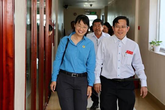 Chủ tịch LĐLĐ TP HCM chúc Tết Báo Người Lao Động - Ảnh 1.
