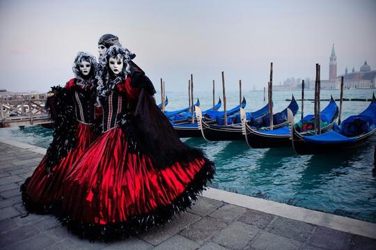 Đến Venice vào tháng 2, dự lễ hội hóa trang hoành tráng nhất năm - Ảnh 2.