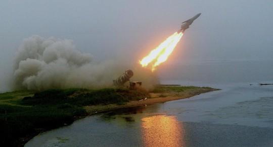 Nga hoàn tất thử nghiệm tên lửa phòng không trên tàu - Ảnh 1.