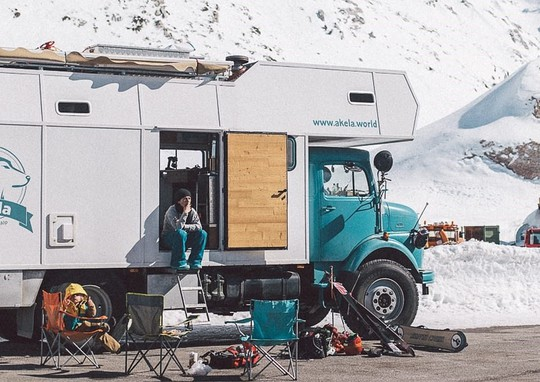 Gia đình 3 người vòng quanh thế giới 2 năm bằng xe tải - Ảnh 4.