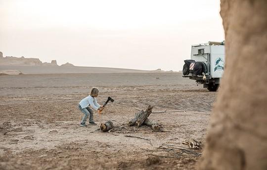 Gia đình 3 người vòng quanh thế giới 2 năm bằng xe tải - Ảnh 6.