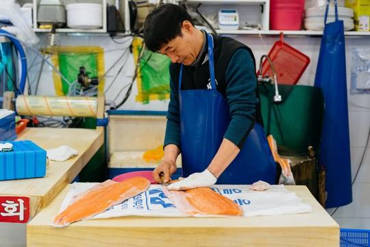 Khám phá khu chợ hải sản lớn nhất Seoul - Ảnh 6.