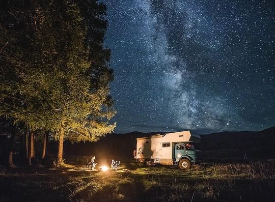 Gia đình 3 người vòng quanh thế giới 2 năm bằng xe tải - Ảnh 7.