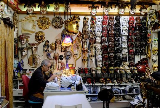 Đến Venice vào tháng 2, dự lễ hội hóa trang hoành tráng nhất năm - Ảnh 10.
