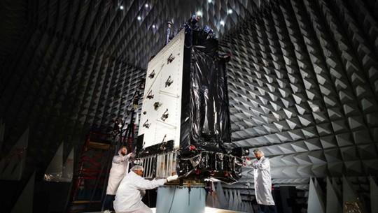 Lầu Năm Góc cảnh báo laser diệt vệ tinh của Trung Quốc, Nga - Ảnh 1.