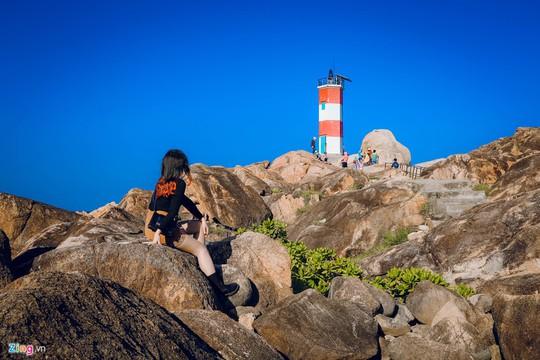 Gành Đá Đĩa thu hút đông đảo du khách dịp đầu năm - Ảnh 11.