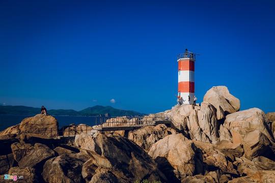 Gành Đá Đĩa thu hút đông đảo du khách dịp đầu năm - Ảnh 10.