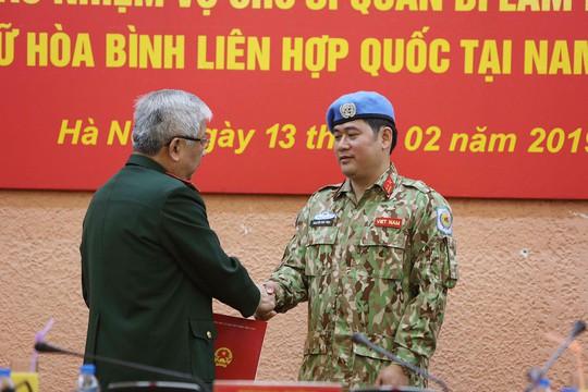 Trao Quyết định của Chủ tịch nước cho sĩ quan đi gìn giữ hòa bình - Ảnh 1.