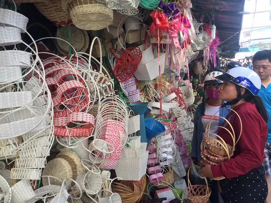 Chợ hoa Hồ Thị Kỷ đông nghẹt người trước ngày Valentine - Ảnh 16.