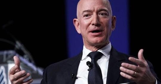 4 quyết định kinh doanh liều lĩnh nhất của ông chủ Amazon - Ảnh 1.