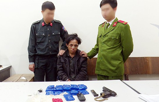 Trung úy công an bị bắn trọng thương khi bắt tội phạm ma túy manh động - Ảnh 1.