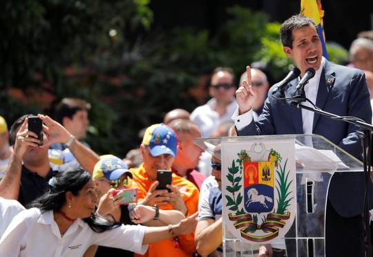 Venezuela: Thủ lĩnh đối lập tuyên bố chỉ thị trực tiếp quân đội mở cửa cho hàng viện trợ  - Ảnh 1.