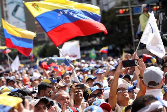 Venezuela: Thủ lĩnh đối lập tuyên bố chỉ thị trực tiếp quân đội mở cửa cho hàng viện trợ  - Ảnh 2.