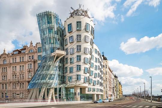 10 tòa nhà méo mó, vặn vẹo như chỉ có trong phim viễn tưởng - Ảnh 1.