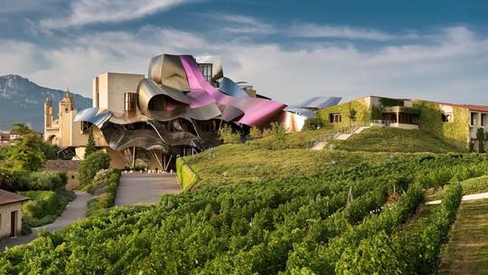 10 tòa nhà méo mó, vặn vẹo như chỉ có trong phim viễn tưởng - Ảnh 3.