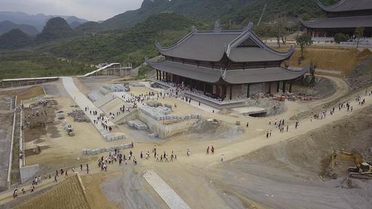 Ngôi chùa lớn nhất thế giới ở Hà Nam đón hàng vạn lượt khách - Ảnh 4.