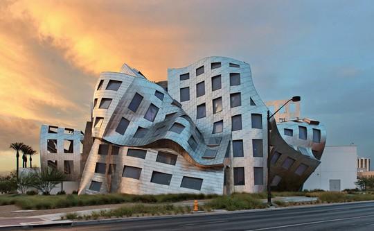 10 tòa nhà méo mó, vặn vẹo như chỉ có trong phim viễn tưởng - Ảnh 5.