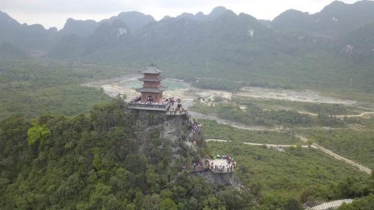 Ngôi chùa lớn nhất thế giới ở Hà Nam đón hàng vạn lượt khách - Ảnh 8.