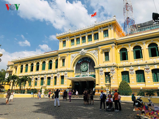 Bưu điện TP HCM - điểm đến thu hút khách du lịch quốc tế - Ảnh 1.