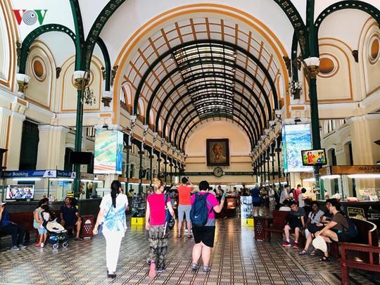 Bưu điện TP HCM - điểm đến thu hút khách du lịch quốc tế - Ảnh 2.
